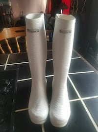 pair of white rubber boots Peterborough, K9J 6X9