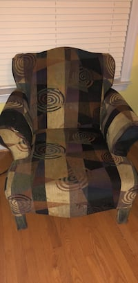 black and brown floral area rug < 1 km