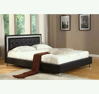 Queen size platform bed  ( new ) Hayward