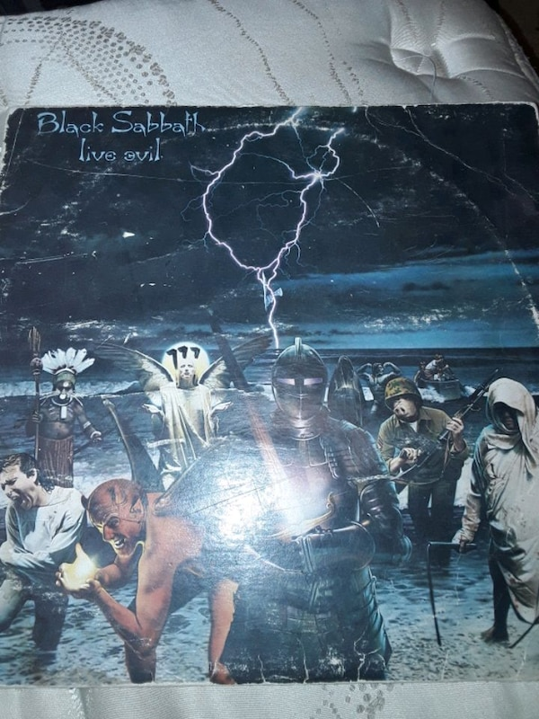 Selling To black sabbath vinyls  c91c93df-3dcb-4215-8783-51f64152c570