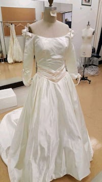 women's white long-sleeved wedding gown Placentia, 92870