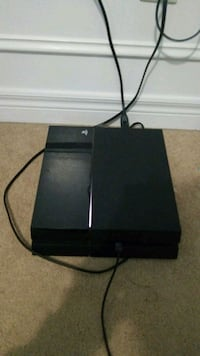 Ps4 with hdmi cable & contoller 600 km
