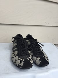 Pair of black-and-white coach sneakers Delta, V4C 4H5