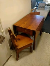 Antique 1915 Table and Chairs Victoria, V8X