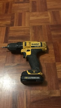 yellow and black DEWALT cordless power drill Toronto, M4X 1M3