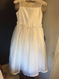 Pretty communion dress for little girl's. Worn only once Fishkill, 12524
