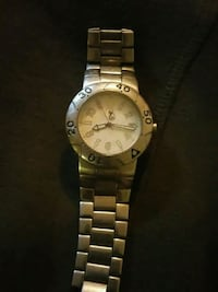 round gold-colored analog watch with link bracelet Riverview, E1B 3G9