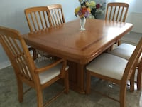 Rectangular brown wooden table with six chairs dining set Montréal, H1X 2H8