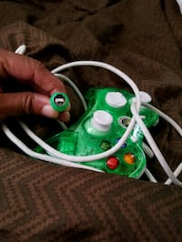 2 xbox controllers