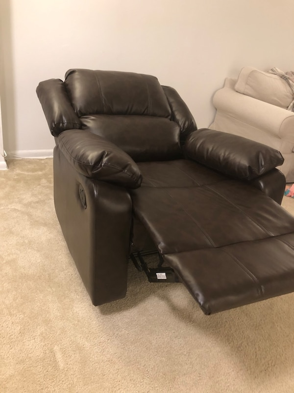 Large Recliner Single Chair in Java Leather. 5a4321c6-c3b4-46fe-8ab1-d6a1fe7260e9