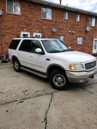 2000 Ford Expedition Akron