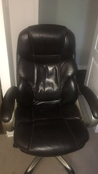 black leather office rolling armchair Oshawa, L1G 3T6