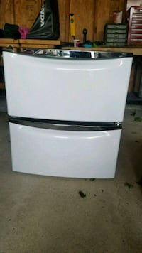 """Two 15.5"""" Pedestals for whirlpool front load washer and dryer"""