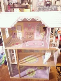 Doll house large great for xmas