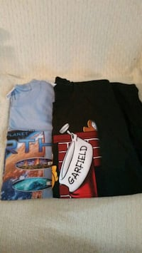 2 Like new Men's t-shirts both XL. Selling togethe