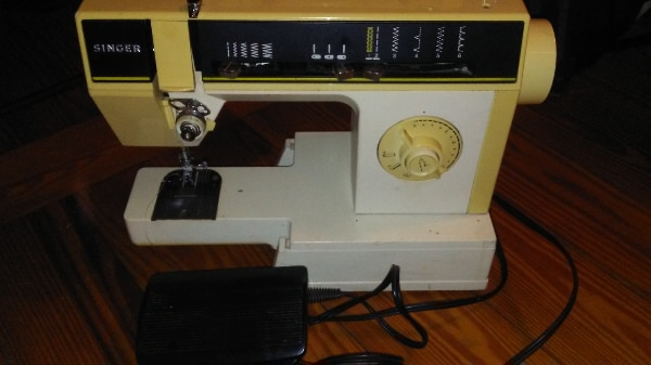 Used Singer Heavy Duty Zig Zag Electric Sewing MachineModel 40C Delectable Singer Sewing Machine 6212c