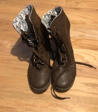 Pair of brown boots Port Saint Lucie, 34983