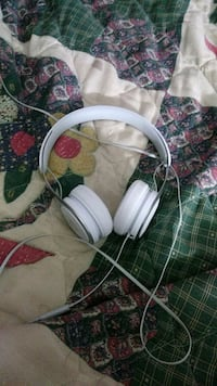 white and gray corded headphones Cartersville, 30120