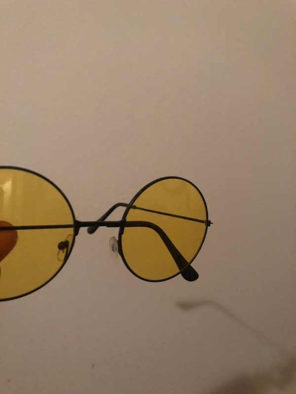 a02a618863e5d Used Yellow round sunglasses for sale in Montréal - letgo