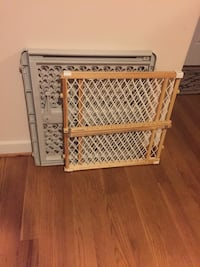 Gate plastic $15 good condition wood is sold  291 mi