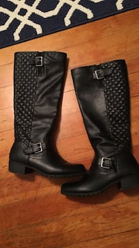 pair of quilted black leather knee-high engineer boots sz 8
