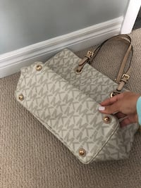 white and gray Michael Kors leather tote bag null, L2H 0B6
