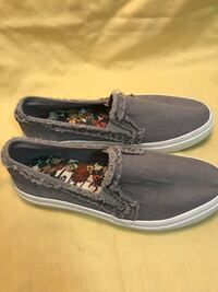 Pair of gray blowfish boat shoes Kitchener, N2M 3B8