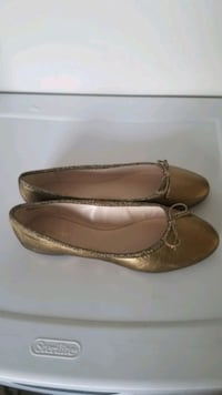 Nine West Size 9 Gold Flats New (With Orginal Box) Stafford, 22554