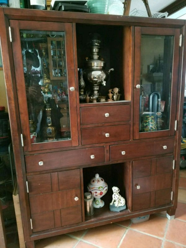 brown wooden framed glass display cabinet 4f9d7188-0b23-41c9-ae8c-252a361e0470