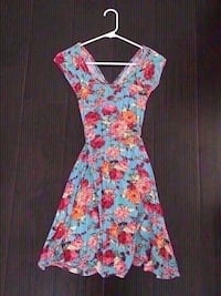 New floral dress size small. Colton, 92324