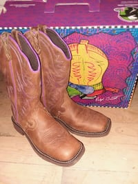 pair of red leather cowboy boots New Market, 37820