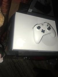 Xbox One console with controller Oakland, 94603