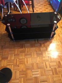 Glass tv stand. In good condition  Mississauga, L5L 5N7