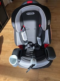 baby's black and gray Graco car seat Alexandria, 22301