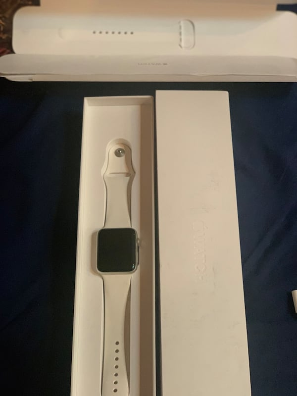 Apple Watch Series 2 42mm White Sport Band - Like New 4f024aab-d607-456e-bd4a-d5930275815f