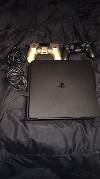 PS4(with 2 controllers) Pembroke Pines, 33027