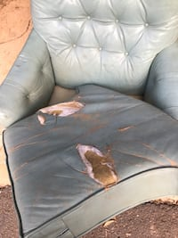 Leather chair/ottoman for photo shoots