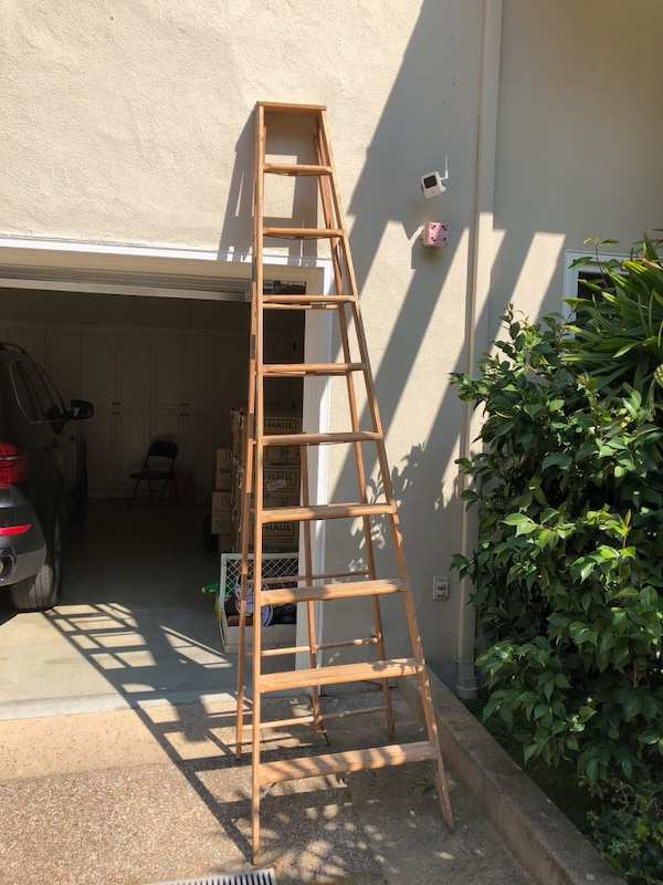 10 Ft Wooden Ladder