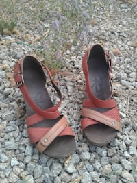 earth tone wedge sandals Redding