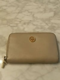 Tory Birch leather wristlet Edmonton, T5J 2B1