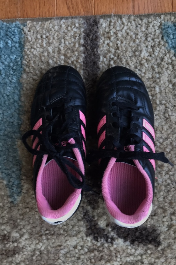 Adidas soccer cleats kids size 13 7864adc8-c49d-40ff-9065-eb63211c6759