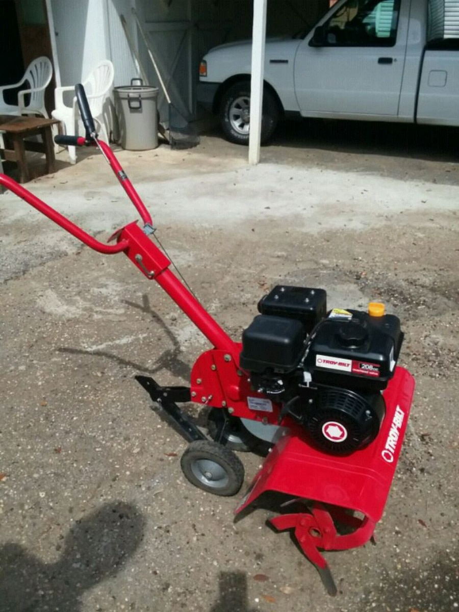 Photo Troy-Bilt Tiller. 208 cc 24 inch tiines . Used a couple times. 450