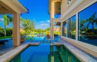 Stunning Lakeview Balcony Pool House Missouri City, 77489