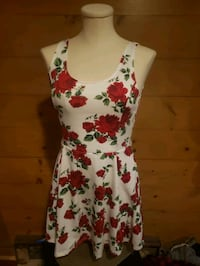 Size 8 (medium) white rose dress