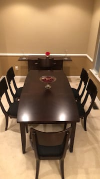 Moving sale ! Dinning table +6 chairs + console Bristow, 20136