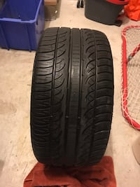 One Pirelli tire 255/36/18 all season  559 km