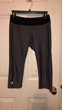 Two Pairs of Cropped Under Armour Leggings Edgewater, 21037