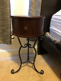 Beautiful night stand or side table  Elk Grove, 95757