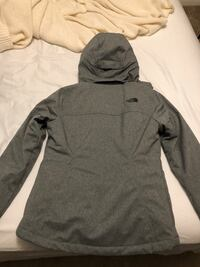 Women's size small north face coat. Only worn 2 times.  Omaha, 68105