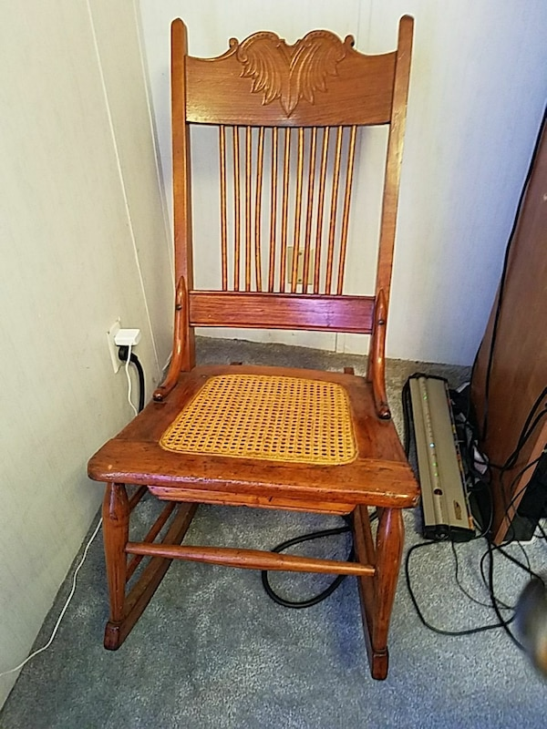 Used Antique rocking chair for sale in South Milwaukee - Used Antique Rocking Chair For Sale In South Milwaukee - Letgo
